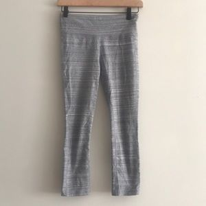 GAP Workout Cropped Legging Gray Size XS
